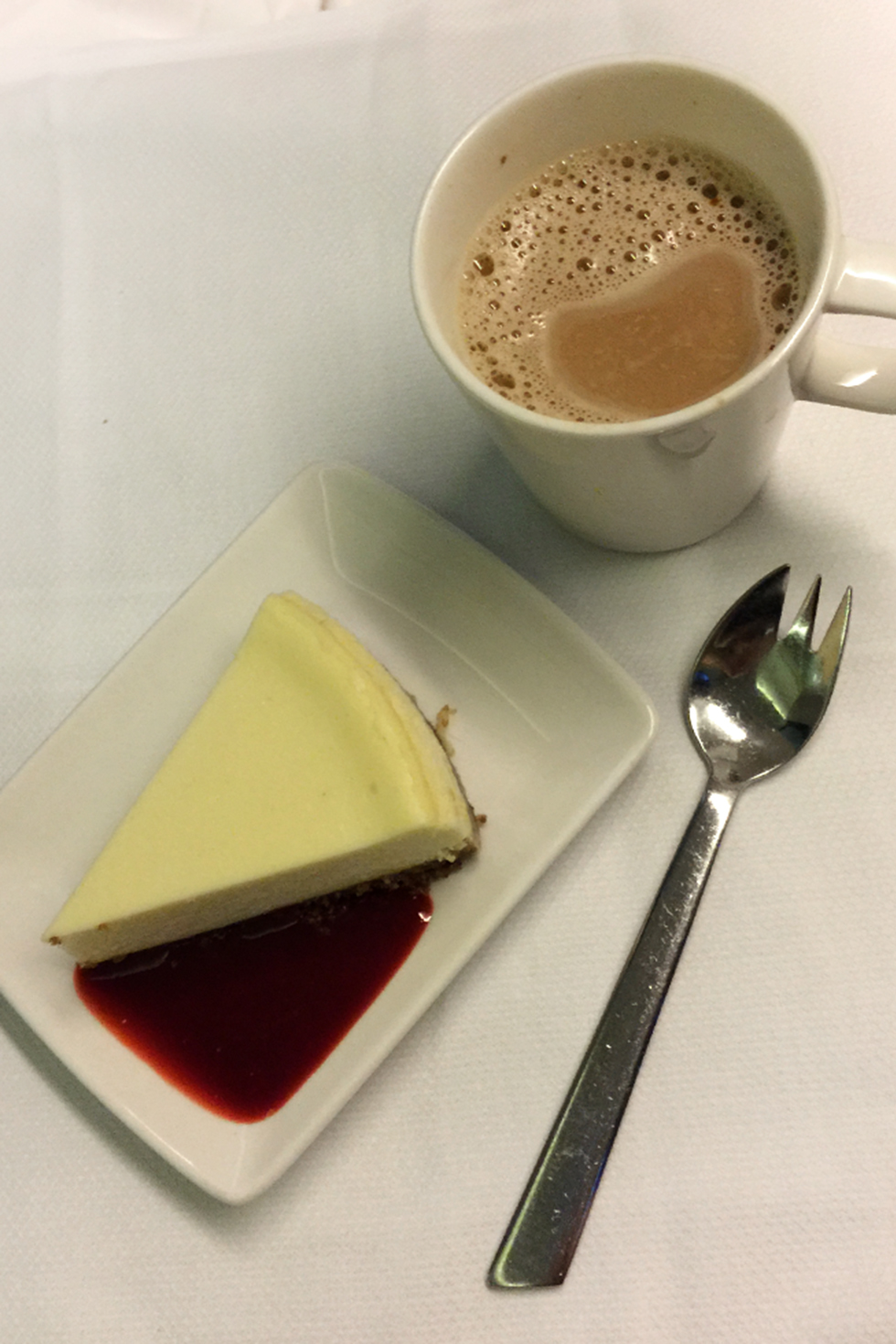 Cheesecake on Cathay Flight 831 | In the air