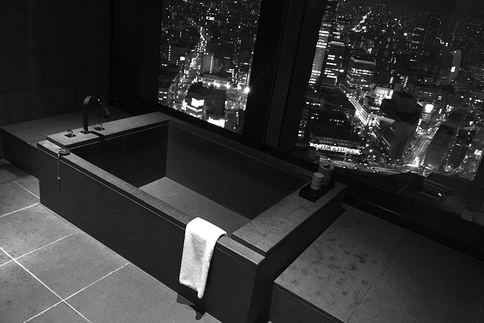 Traditional Japanese bath overlooking Tokyo | Tokyo, Japan