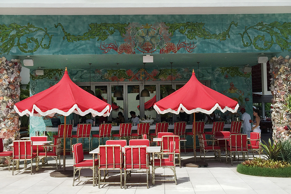 Faena Hotel outdoor bar | Miami, Florida