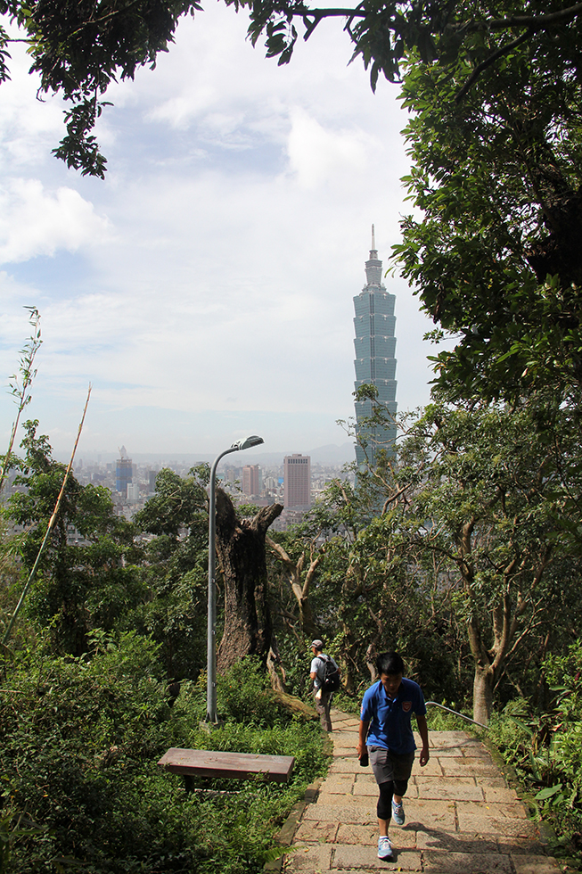 Hiking to the top of Elephant Mountain | Taipei, Taiwan