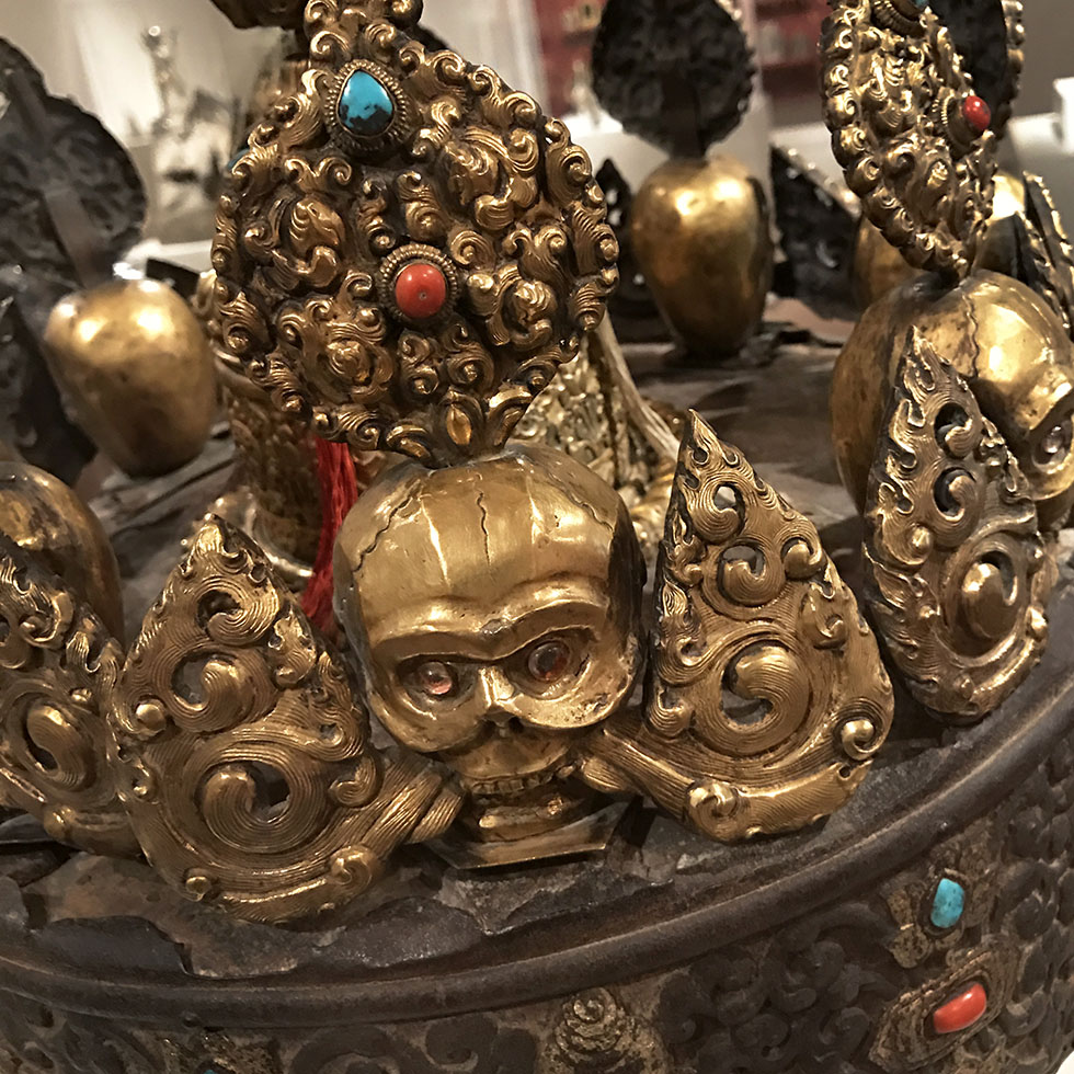 17th century Tibetan oracle crown at the AIC | Chicago, Illinois